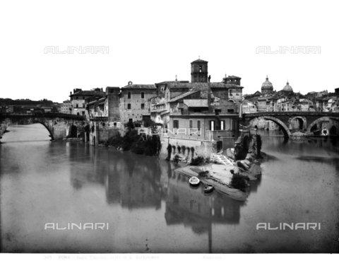 ADA-F-000345-0000 - View of the Tiber and Tiber Island in Rome. To the right the Ponte Fabricio and on the left the Ponte Cestius
