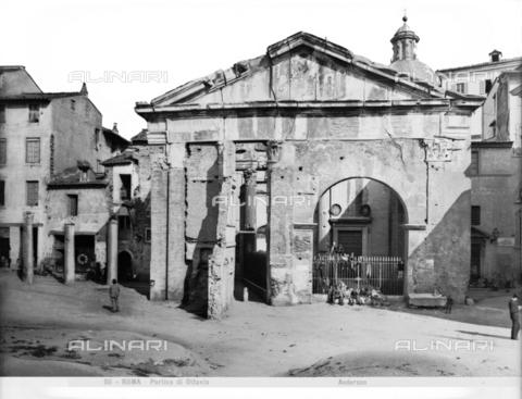 ADA-F-000511-0000 - Portico d'Ottavia in the Jewish ghetto of Rome - Date of photography: 1890 ca. - Alinari Archives-Anderson Archive, Florence