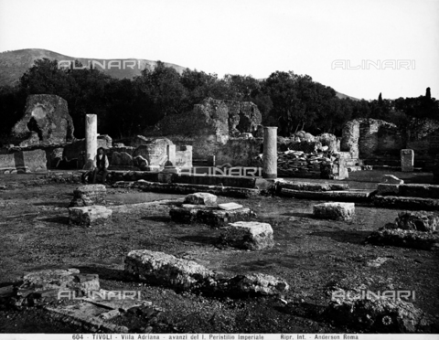 ADA-F-000604-0000 - Remains of the great peristyle that was probably surrounded by a double nave portico, in the so-called Piazza d'Oro (Golden Court) of Hadrian's Villa in Tivoli - Data dello scatto: 1890 ca. - Archivi Alinari, Firenze
