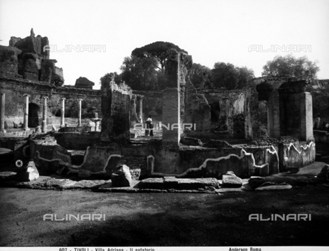 ADA-F-000607-0000 - Ruins of the Natatorium, or swimming pool, that was probably part of the Small Baths, at Hadrian's Villa in Tivoli - Data dello scatto: 1890 ca. - Archivi Alinari, Firenze