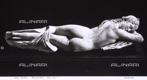 ADA-F-002160-0000 - Statua di Ermafrodito disteso: veduta del fianco destro. Opera conservata presso il Museo Nazionale Romano a Roma - Data dello scatto: 1890 ca. - Archivi Alinari, Firenze