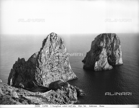 ADA-F-024298-0000 - Panoramic view of the Faraglioni Rocks of Capri