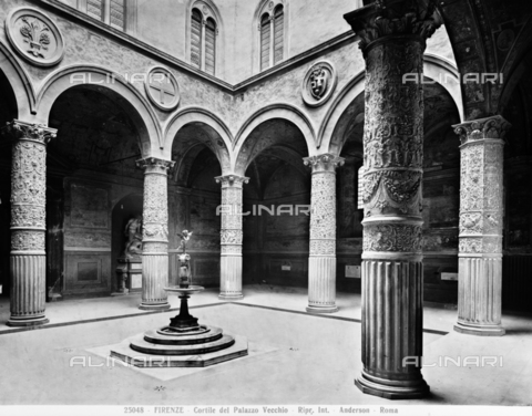 ADA-F-025048-0000 - The courtyard of Palazzo Vecchio, Signoria square, Florence - Date of photography: 1925 ca. - Alinari Archives-Anderson Archive, Florence