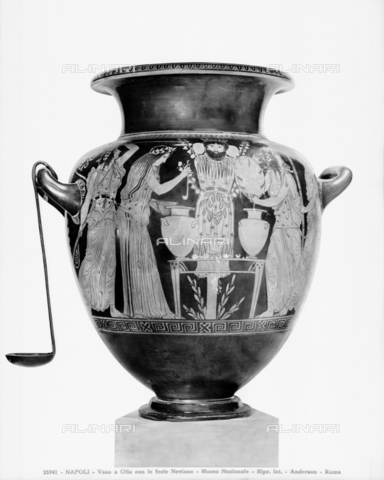 ADA-F-025941-0000 - Stamnos penthouse with sacrifice to Dionysus, pottery, Painter of the dinos or of the deinos (att. In 400 a.C.), National Archaeological Museum, Naples - Date of photography: 1925 ca. - Alinari Archives-Anderson Archive, Florence