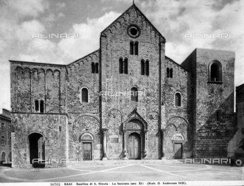 ADA-F-030702-0000 - Veduta della facciata della basilica di S. Nicola, a Bari - Data dello scatto: 1931 - Archivi Alinari, Firenze