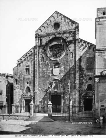 ADA-F-030722-0000 - Veduta della facciata della Cattedrale di S. Sabino, a Bari - Data dello scatto: 1931 - Archivi Alinari, Firenze