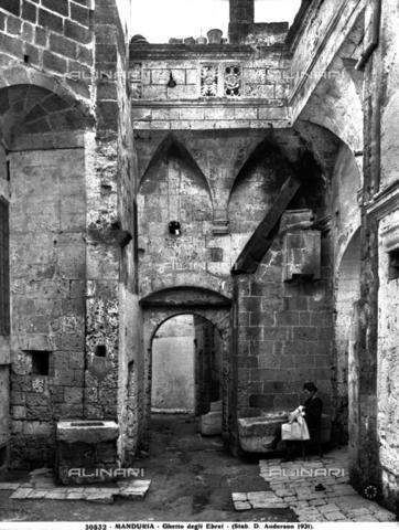 ADA-F-030832-0000 - Ghetto ebraico situato nelle Murge tarantine di Manduria - Data dello scatto: 1931 ca. - Archivi Alinari-archivio Anderson, Firenze