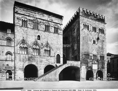 ADA-F-031322-0000 - Faà§ade, Palazzo del Capitano, Todi