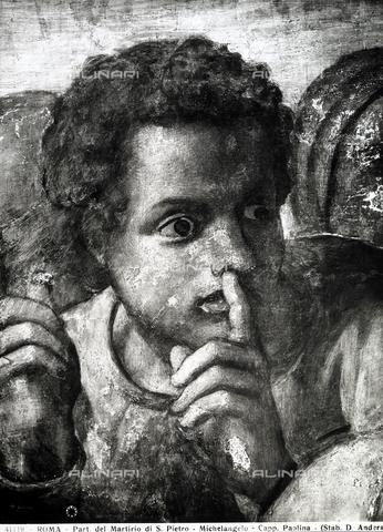ADA-F-041119-0000 - Ragazzo che si porta il dito indice alla bocca in segno di slenzio. Particolare dell'affresco di Michelangelo con il Martirio di San Paolo. Cappella Paolina, Città del Vaticano - Data dello scatto: 1941 ca. - Archivi Alinari-archivio Anderson, Firenze