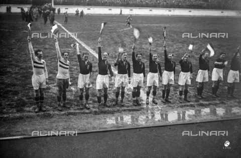 AIL-F-002471-0000 - Hungarian soccer players raise the tricolor flags before the start of the Italy-Hungary match at the National Stadium (National Fascist Party Stadium); the stadium was demolished in 1957 - Data dello scatto: 25/03/1928 - Luce Institute/Alinari Archives Management, Florence