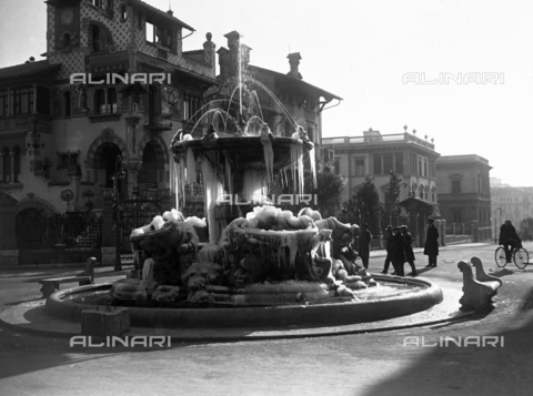 AIL-F-007576-0000 - The Fountain of the Frogs in Piazza Mincio in the Coppedè district of Rome - Data dello scatto: 04/02/1929 - Luce Institute/Alinari Archives Management, Florence