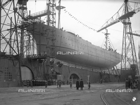AIL-F-027486-0000 - The ship school Amerigo Vespucci in the bridge of sliding, in occasion of the launch - Date of photography: 22/02/1931 - Luce Institute/Alinari Archives Management, Florence