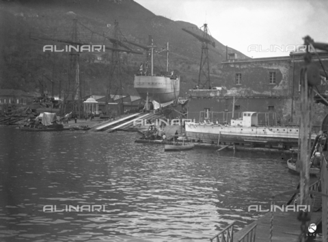 AIL-F-027489-0000 - The port of call of Castellammare di Stabia with on the bottom the ship school Amerigo Vespucci ready for the launch - Date of photography: 22/02/1931 - Luce Institute/Alinari Archives Management, Florence