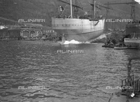 AIL-F-027490-0000 - The entry into the water of the school ship Amerigo Vespucci, during the launch - Date of photography: 22/02/1931 - Luce Institute/Alinari Archives Management, Florence