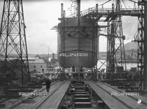 AIL-F-027492-0000 - The bow and the plan of sliding of the ship school Amerigo Vespucci before the launch - Date of photography: 22/02/1931 - Luce Institute/Alinari Archives Management, Florence