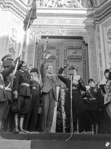 AIL-F-066969-0000 - Galeazzo Ciano oversees the delivery of the pennant of Desperate Fiorentina in Florence Beam, Santa Croce square - Data dello scatto: 06/10/1936 - Luce Institute/Alinari Archives Management, Florence