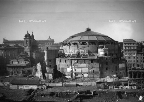 AIL-F-070168-0000 - Demolitions in progress around the Augusteo Theater to free the structure of the Mausoleum of Augustus in Rome - Data dello scatto: 21/01/1937 - Luce Institute/Alinari Archives Management, Florence