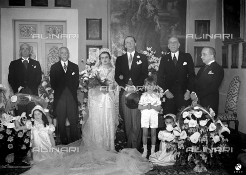 AIL-F-070739-0000 - Wedding of Prince Ruffo di Calabria Francesco di Paola with Oddina of Auditors Arrigoni degli Oddi; the bride and groom pose with the four witnesses and the pageboy - Data dello scatto: 18/02/1937 - Luce Institute/Alinari Archives Management, Florence