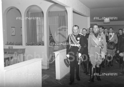 AIL-F-113664-0000 - Trip to Italy of Principles Paul and Olga of Yugoslavia: Paul of Yugoslavia visiting the exhibition of 'craft market accompanied by Galeazzo Ciano and other personalities, Florence - Data dello scatto: 13-14/05/1939 - Luce Institute/Alinari Archives Management, Florence