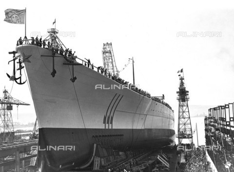"AIL-F-125615-0000 - Ceremony of the launch of the real ship ""Roma"" in Trieste in 1940: sailors aboard the ship make fascist greeting - Data dello scatto: 09/06/1940 - Luce Institute/Alinari Archives Management, Florence"
