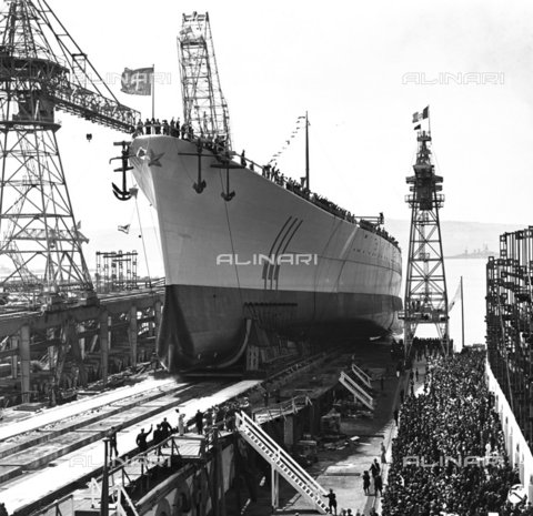 "AIL-F-125617-0000 - Ceremony of the launch of the real ""Roma"" ship in Trieste in 1940: sailors aboard the ship greet the crowd on the dock - Data dello scatto: 09/06/1940 - Luce Institute/Alinari Archives Management, Florence"