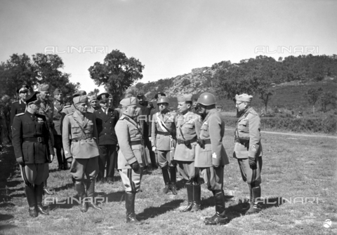 AIL-F-141328-0000 - Duce's journey to Sardinia: Benito Mussolini is about to go through the Black Diamond Shirt Division. It is photographed with Aldo Vidussoni (secretary of the National Fascist Party), hierarchs, military, army officers and carabinieri - Data dello scatto: 12/05/1942 - Luce Institute/Alinari Archives Management, Florence