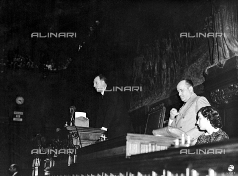 AIL-F-172124-0000 - The inaugural address to the Constituent Assembly of the honorable President Giuseppe Saragat (1898-1988) in House. Teresa Mattei (1921-2013) on the left and a secretary - Data dello scatto: 26/06/1946 - Luce Institute/Alinari Archives Management, Florence