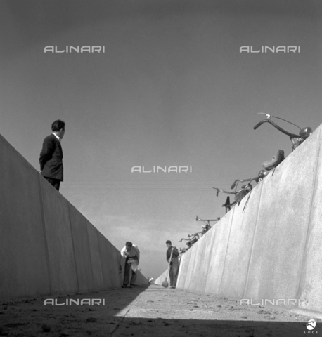 AIL-F-175097-0000 - Site of public works in different areas of Sardinia (including the Basso Sulcis and the province of Sassari): cleaning operation of an irrigation canal in concrete - Data dello scatto: 04-05/1951 - Luce Institute/Alinari Archives Management, Florence