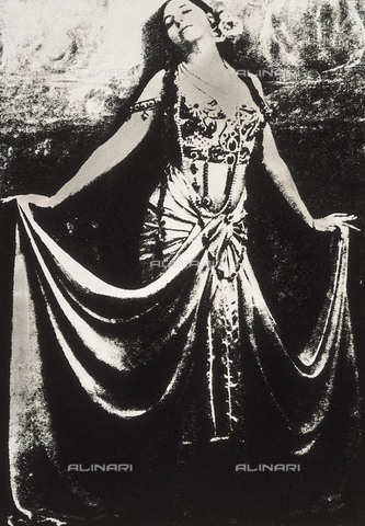 AIS-F-020718-0000 - La ballerina olandese Mata Hari (Margaretha Geertruida Zelle 1876-1917) - Colección Gasca / Iberfoto/Archivi Alinari