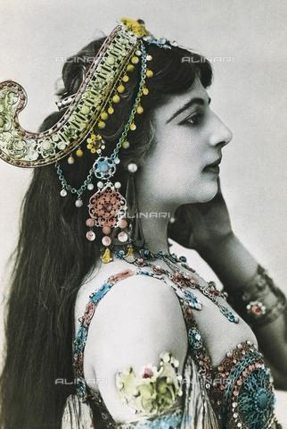 AIS-F-065174-0000 - The Dutch dancer Mata Hari (Margaretha Geertruida Zelle 1876-1917) - Iberfoto/Alinari Archives, BeBa