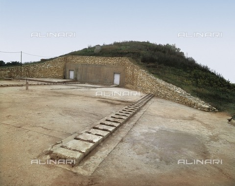AIS-F-111528-0000 - BULGARIA. RUSE. Sveshtari. Thracian Tomb of Sveshtari. Thracian Tomb of Sveshtari (3rd c. BC). Oustide of the hill where the tomb is located. - Iberfoto/Alinari Archives, J. Bedmar