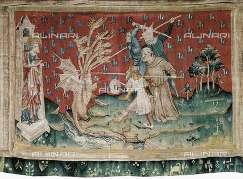 AIS-F-HGB349-0000 - Il drago che combatte i servi di Dio, 1375-1382, arazzo numero 39 dell'Apocalisse di Angers, Nicolas Bataille (1330 ca.–1399 ca.), Castello di Angers - Iberfoto/Archivi Alinari