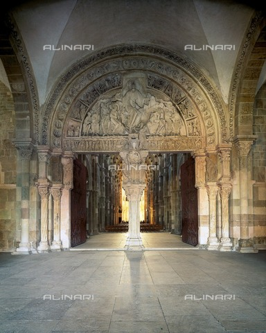 AIS-F-KXC375-0000 - Central portal of the narthex of the Sainte Madeleine Cathedral in Vézelay - Iberfoto/Alinari Archives