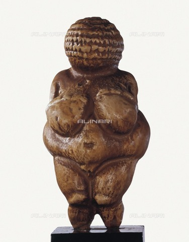 AIS-F-LXR244-0000 - Willendorf Venus, known as Willendorf woman, limestone, Paleolithic art, Naturhistorisches Museum, Vienna - Iberfoto/Alinari Archives