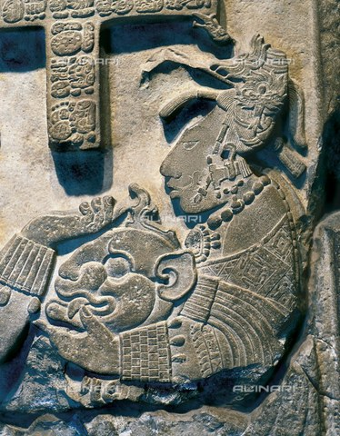 AIS-F-SUR632-0000 - A woman holds a jaguar mask or head to the priest during a religious ceremony, detail of the architrave of Yaxchilán, stone relief, Mayan art, Museo Nacional de Antropología, Mexico City - Iberfoto/Alinari Archives