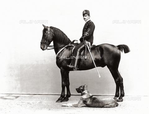 APA-F-003103-0000 - Mario Chesne Dauphiné photographed on horseback
