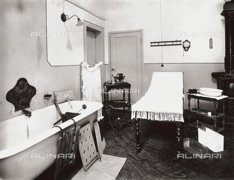 APA-F-006414-0000 - The Gabrielli Physiotherapeutic Institute in Florence: treatment room with bathtub