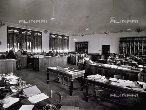 APA-F-008026-0000 - Interior of the Officine Galileo - Date of photography: 1916 ca. - Alinari Archives-Alinari Archive, Florence
