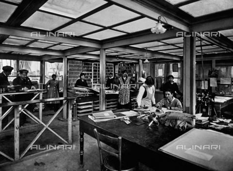 APA-F-008027-0000 - Interior of the Officine Galileo - Date of photography: 1916 ca. - Alinari Archives-Alinari Archive, Florence