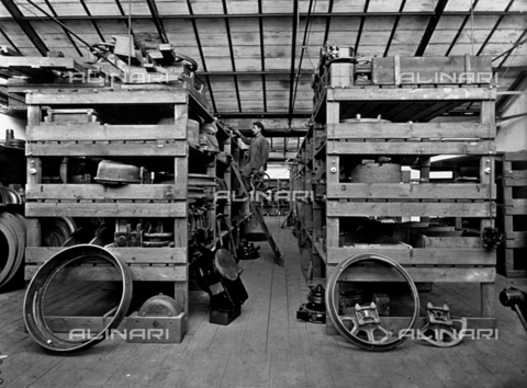 APA-F-008031-0000 - Interior of the Officine Galileo: warehouse for various materials - Date of photography: 1916 ca. - Alinari Archives-Alinari Archive, Florence