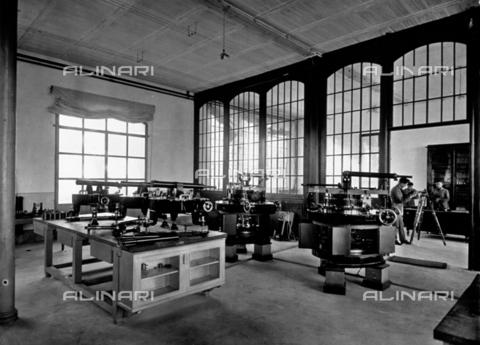 APA-F-008043-0000 - Interior of the Officine Galileo - Date of photography: 1916 ca. - Alinari Archives-Alinari Archive, Florence