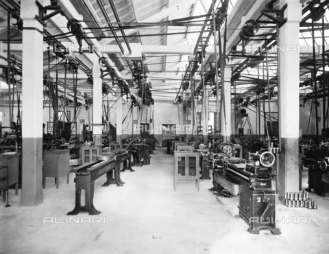 "APA-F-008397-0000 - The mechanical workshop of the car manufacturer ""Nazzaro"" - Data dello scatto: 11/1920 - Archivi Alinari, Firenze"