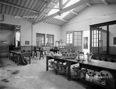 "APA-F-008399-0000 - The mechanical workshop of the car manufacturer ""Nazzaro"" - Data dello scatto: 11/1920 - Archivi Alinari, Firenze"