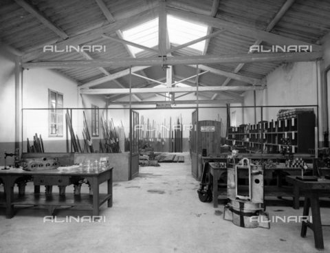 "APA-F-008404-0000 - The mechanical workshop of the car manufacturer ""Nazzaro"" - Data dello scatto: 11/1920 - Archivi Alinari, Firenze"