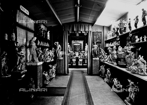 APA-F-009364-0000 - Interior of an exhibition room of a Richard Ginori factory - Date of photography: 1925 - Alinari Archives-Alinari Archive, Florence