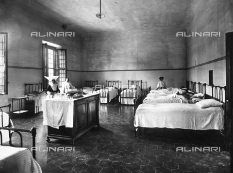 APA-F-012328-0000 - A dormitory in the Psychiatric Hospital of San Salvi, in Florence; some patients in bed