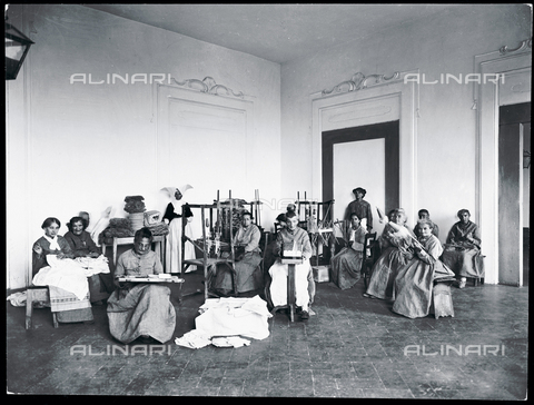 APA-F-012336-0000 - Florence. Hospital of San Salvi. Patients nusy sewing
