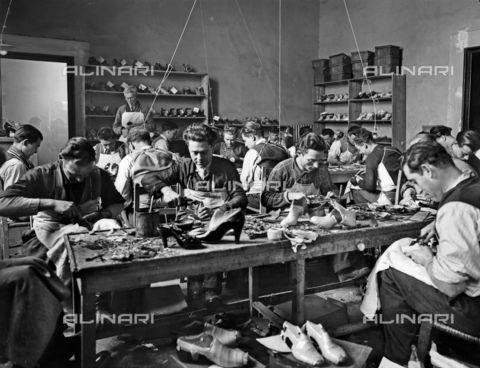 APA-F-014644-0000 - Craftsmen at work in the studio of footwear designer and manufacturer Ferragamo in Palazzo Feroni, Florence.