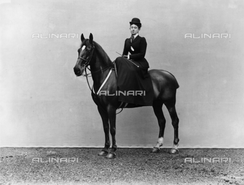 APA-F-02934B-0000 - Woman on horseback