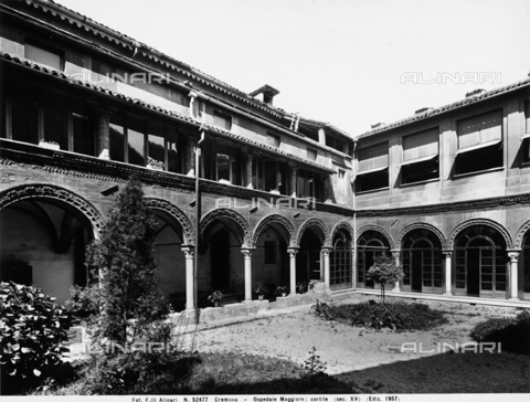 APA-F-052477-0000 - Courtyard, General Hospital, Cremona.